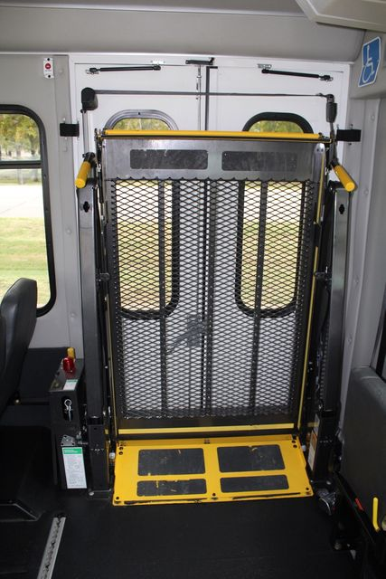 2016 Ford 15 Passenger Starcraft Shuttle Bus W/ Wheelchair Lift Irving, Texas 24