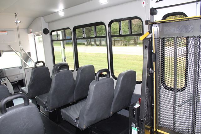 2016 Ford 15 Passenger Starcraft Shuttle Bus W/ Wheelchair Lift in Irving, Texas 75060