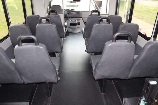 2016 Ford 15 Passenger Starcraft Shuttle Bus W/ Wheelchair Lift Irving, Texas 27