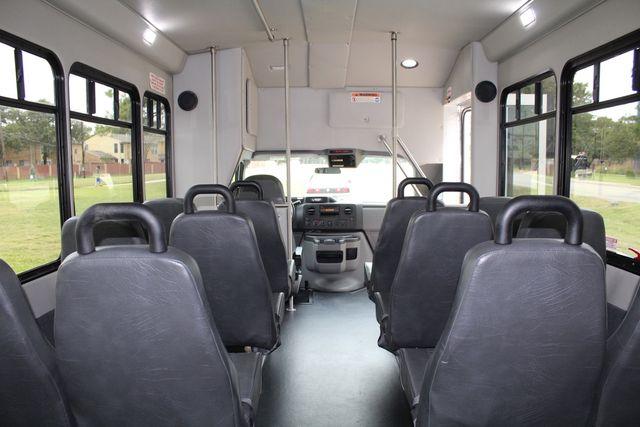 2016 Ford 15 Passenger Starcraft Shuttle Bus W/ Wheelchair Lift Irving, Texas 28