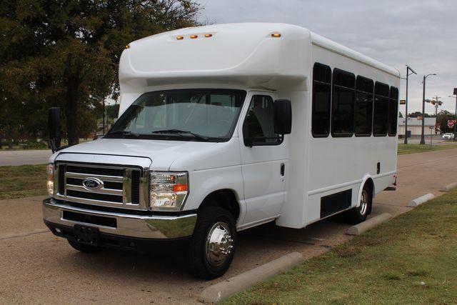 2016 Ford 15 Passenger Starcraft Shuttle Bus W/ Wheelchair Lift Irving, Texas 3