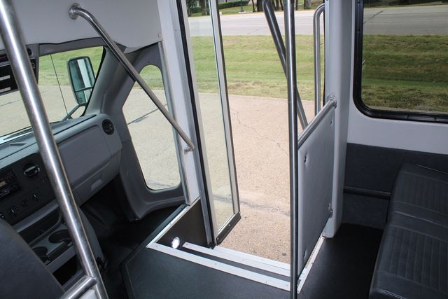 2016 Ford 15 Passenger Starcraft Shuttle Bus W/ Wheelchair Lift Irving, Texas 30