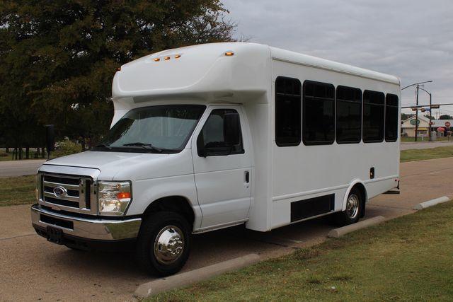 2016 Ford 15 Passenger Starcraft Shuttle Bus W/ Wheelchair Lift Irving, Texas 4