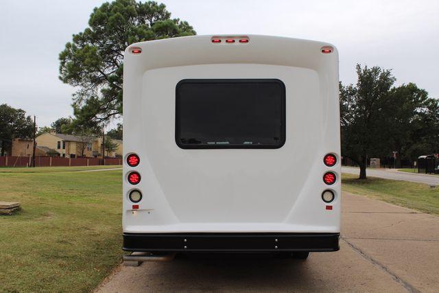 2016 Ford 15 Passenger Starcraft Shuttle Bus W/ Wheelchair Lift Irving, Texas 7