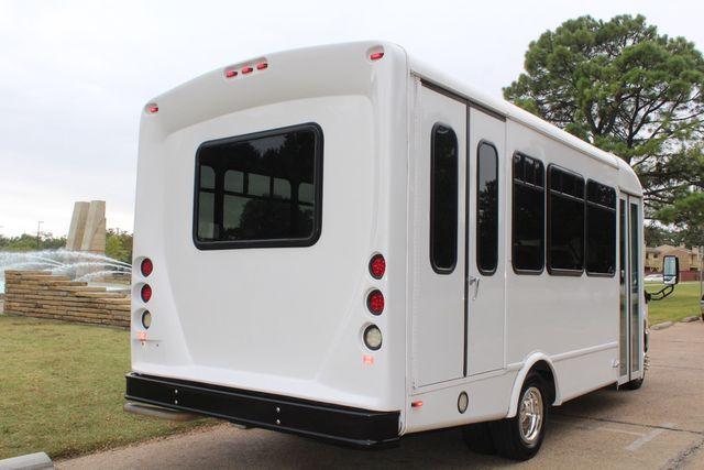 2016 Ford 15 Passenger Starcraft Shuttle Bus W/ Wheelchair Lift Irving, Texas 8