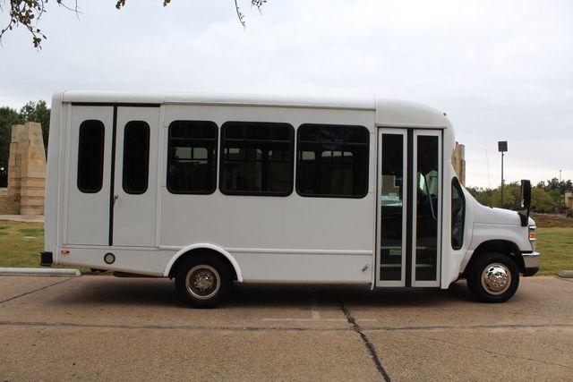 2016 Ford 15 Passenger Starcraft Shuttle Bus W/ Wheelchair Lift Irving, Texas 9
