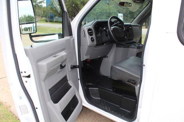 2016 Ford 15 Passenger Starcraft Shuttle Bus W/ Wheelchair Lift Irving, Texas 49