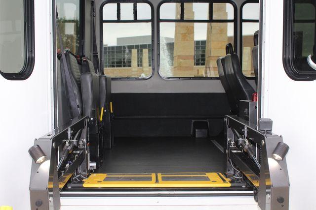 2016 Ford 15 Passenger Starcraft Shuttle Bus W/ Wheelchair Lift Irving, Texas 60