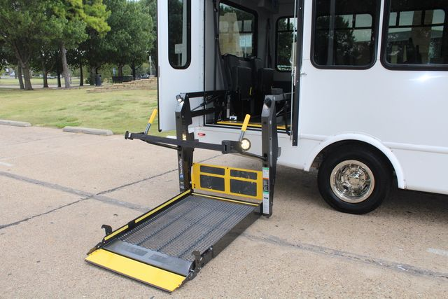 2016 Ford 15 Passenger Starcraft Shuttle Bus W/ Wheelchair Lift Irving, Texas 62
