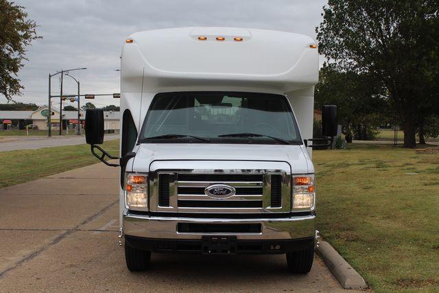 2016 Ford 15 Passenger Starcraft Shuttle Bus W/ Wheelchair Lift Irving, Texas 72