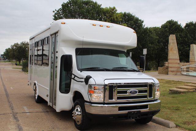 2016 Ford 15 Passenger Starcraft Shuttle Bus W/ Wheelchair Lift Irving, Texas 80