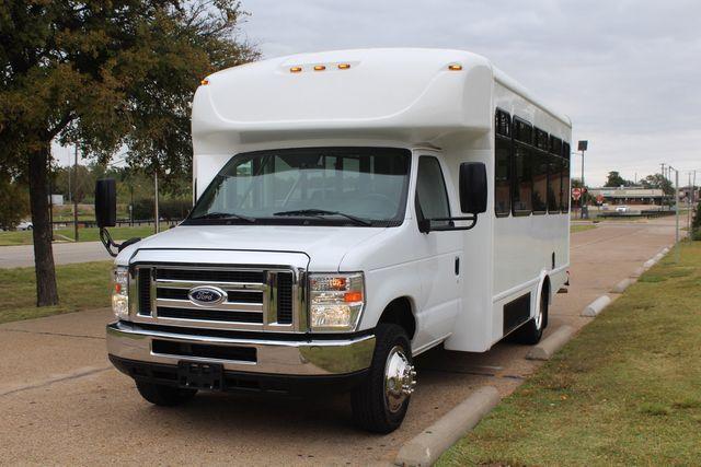 2016 Ford 15 Passenger Starcraft Shuttle Bus W/ Wheelchair Lift Irving, Texas 81