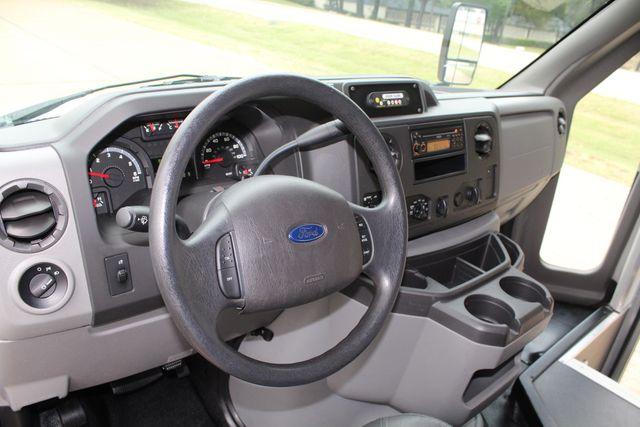 2016 Ford 15 Passenger Starcraft Shuttle Bus W/ Wheelchair Lift Irving, Texas 53