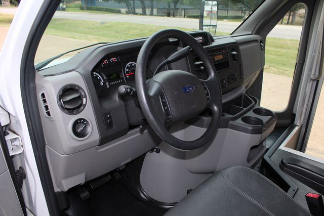 2016 Ford 15 Passenger Starcraft Shuttle Bus W/ Wheelchair Lift Irving, Texas 54