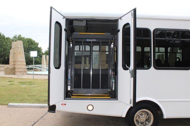 2016 Ford 15 Passenger Starcraft Shuttle Bus W/ Wheelchair Lift Irving, Texas 56