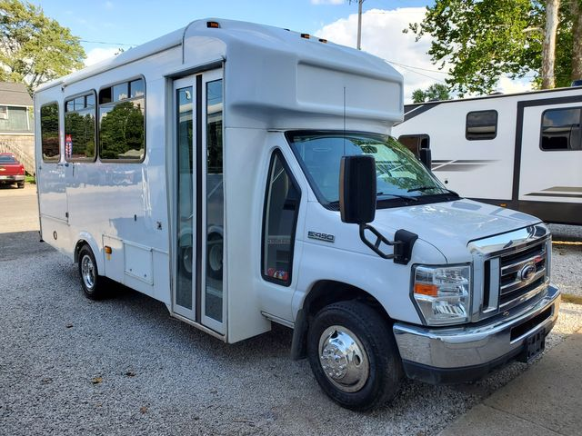 2016 Ford E-Series / Glaval 14 Passenger Bus Wheelchair Accessible
