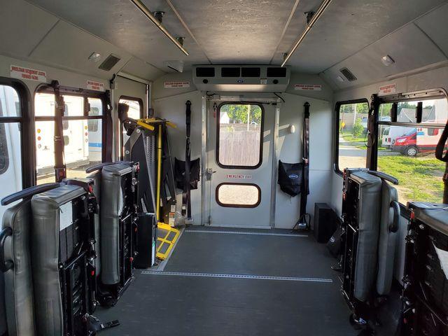 2016 Ford E-Series / Glaval 14 Passenger Bus Wheelchair Accessible Alliance, Ohio 4