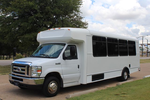 2016 Ford E450 Champion Shuttle Bus, 19 Seats, Wheelchair Lift Irving, Texas 4