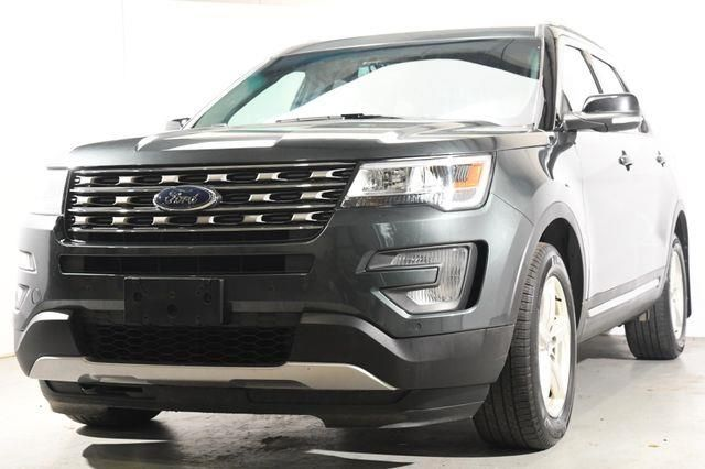 2016 Ford Explorer XLT w/ Sunroof/ Nav/ Heated Seats /3rd Row in Branford, CT 06405