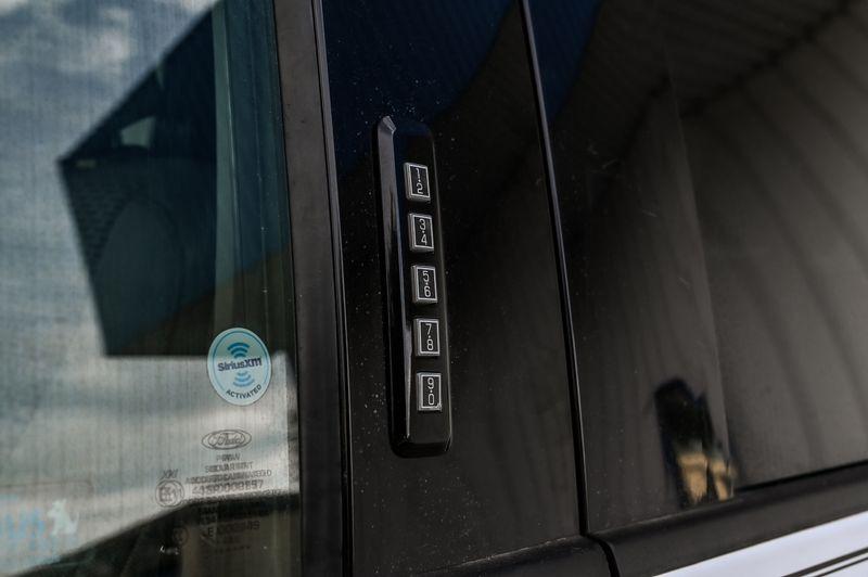 2016 Ford F-150 XLT 5.0L V8/CLEAN CARFAX/CREW CAB/LOW MILES in Rowlett, Texas