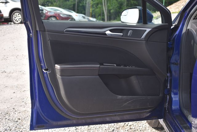 2016 Ford Fusion Hybrid SE Naugatuck, Connecticut 17