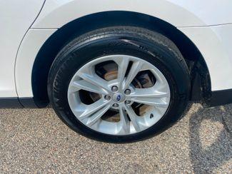 2016 Ford Taurus SEL Farmington, MN 10