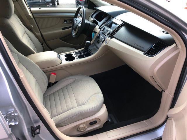 2016 Ford Taurus SE in Gower Missouri, 64454