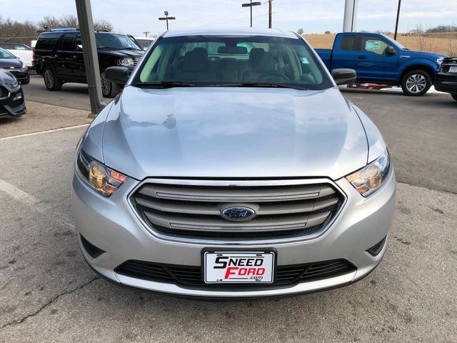 2016 Ford Taurus SE in Gower Missouri, 64454