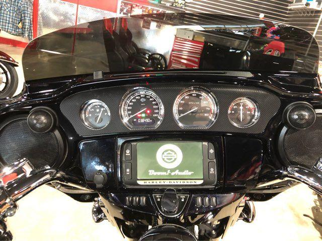 2016 Harley-Davidson CVO Street Glide CVO™ Street Glide® in McKinney, TX 75070