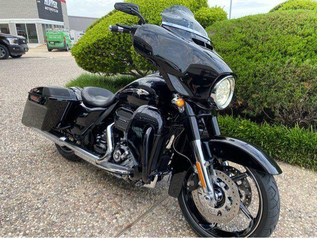 2016 Harley-Davidson CVO Street Glide FLHXSE in McKinney, TX 75070