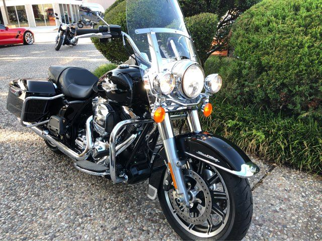 2016 Harley-Davidson FLHR Road King ** Only 409 Miles** in McKinney, TX 75070