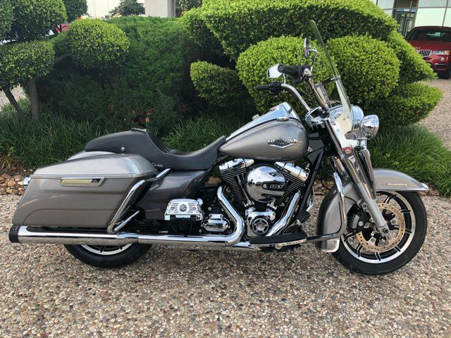 2016 Harley-Davidson Road King in McKinney, TX 75070
