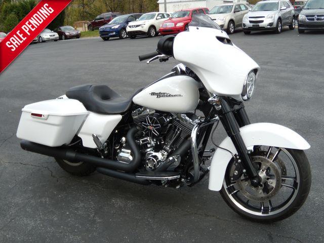 2016 Harley-Davidson Street Glide® FLHX in Ephrata, PA 17522