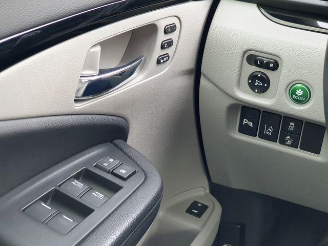 2016 Honda Pilot Touring AWD w/DVD in Louisville, TN 37777