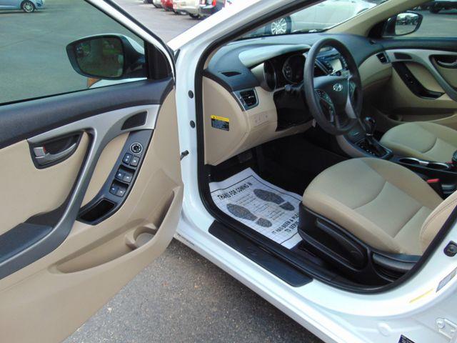2016 Hyundai Elantra SE Alexandria, Minnesota 9