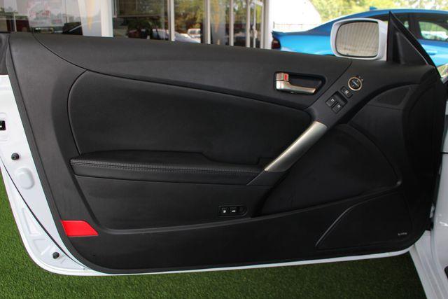 2016 Hyundai Genesis Coupe 3.8L Ultimate RWD- NAV - SUNROOF - HEATED LEATHER! Mooresville , NC 44