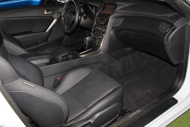 2016 Hyundai Genesis Coupe 3.8L Ultimate RWD- NAV - SUNROOF - HEATED LEATHER! Mooresville , NC 32
