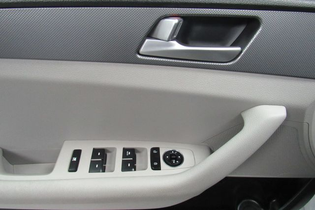 2016 Hyundai Sonata 2.4L SE W/ BACK UP CAM Chicago, Illinois 9