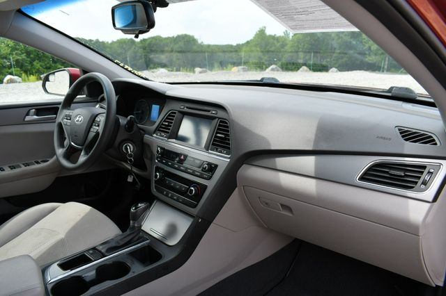 2016 Hyundai Sonata 2.4L SE Naugatuck, Connecticut 10