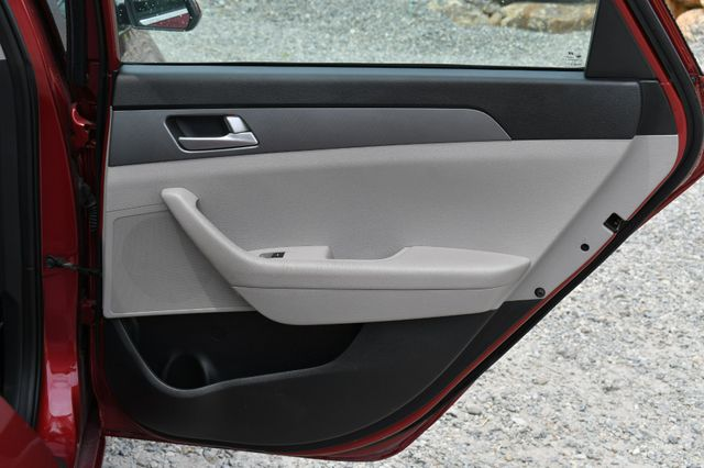 2016 Hyundai Sonata 2.4L SE Naugatuck, Connecticut 12
