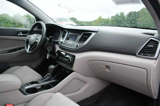 2016 Hyundai Tucson SE AWD Naugatuck, Connecticut 10
