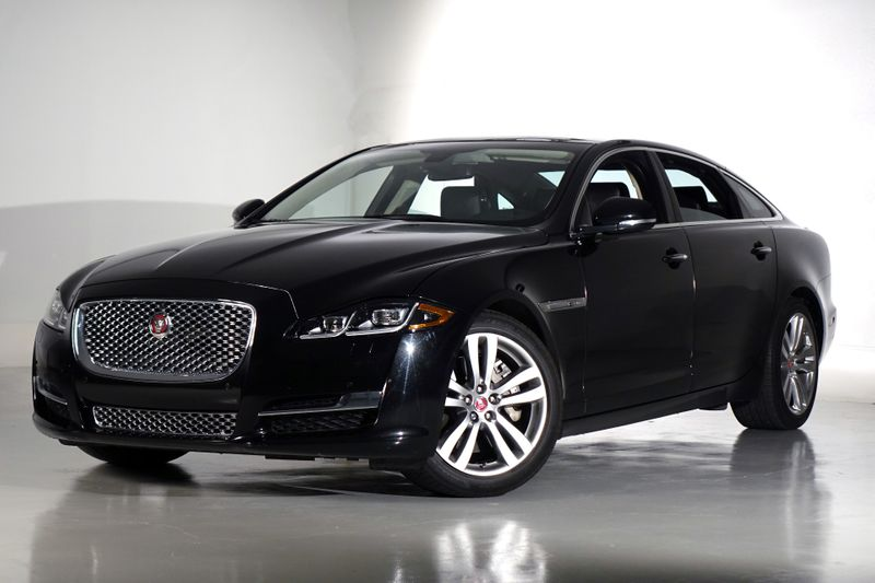 2016 Jaguar XJ XJL Portfolio* Only 28k* Loaded* EZ Finance**   Plano, TX   Carrick's Autos in Plano TX
