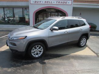 2016 Jeep Cherokee Latitude V-6 in Fremont, OH 43420