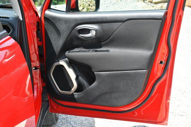 2016 Jeep Renegade Latitude 4WD Naugatuck, Connecticut 12