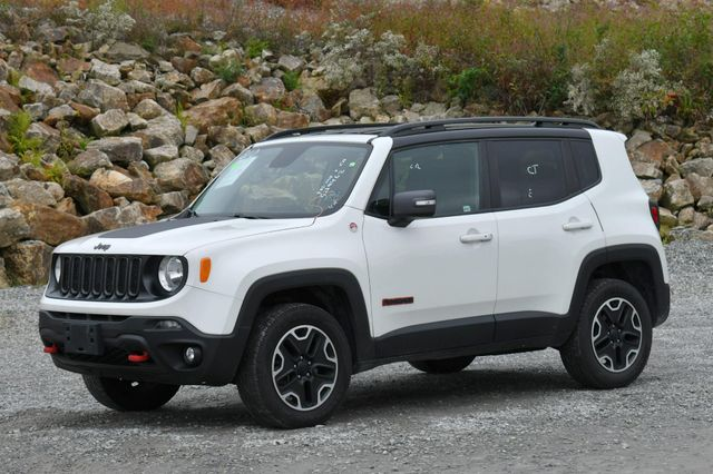 2016 Jeep Renegade Trailhawk 4WD Naugatuck, Connecticut 2