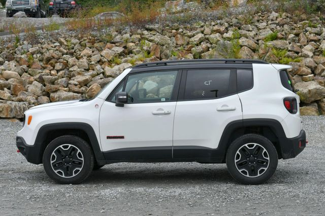 2016 Jeep Renegade Trailhawk 4WD Naugatuck, Connecticut 3
