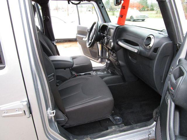 2016 Jeep Wrangler Unlimited Sahara Houston, Mississippi 9