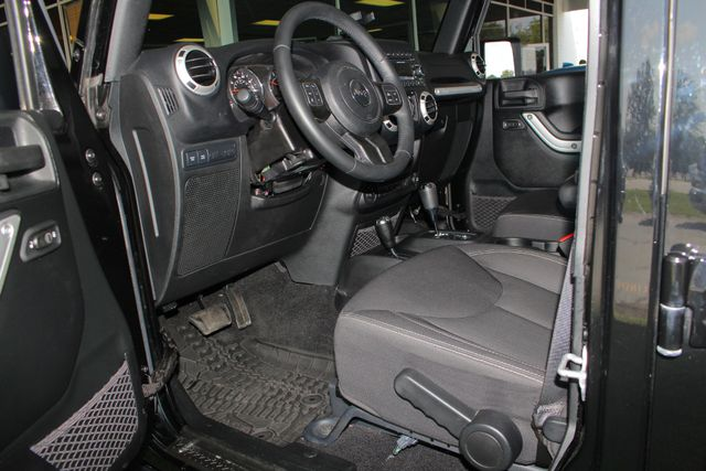 2016 Jeep Wrangler Unlimited Rubicon 4X4 - CUSTOM BUMPER/KC OFF ROAD LIGHTS! Mooresville , NC 32