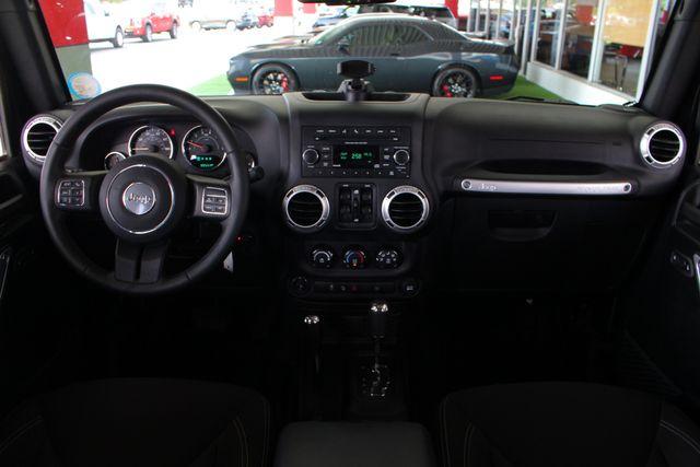 2016 Jeep Wrangler Unlimited Rubicon 4X4 - CUSTOM BUMPER/KC OFF ROAD LIGHTS! Mooresville , NC 41