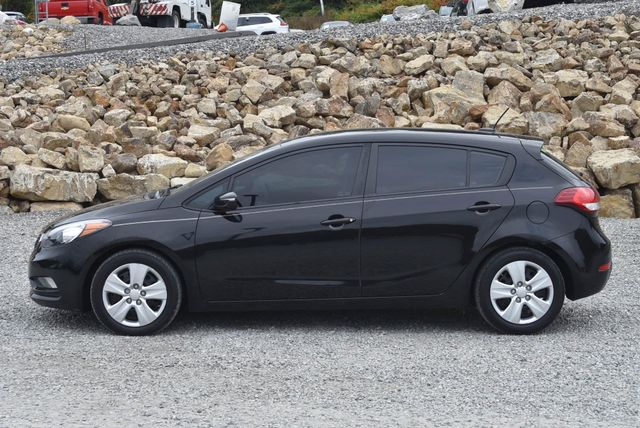 2016 Kia Forte 5-Door LX Naugatuck, Connecticut 1